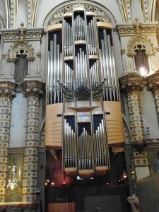 A very large pipe organ, beautiful